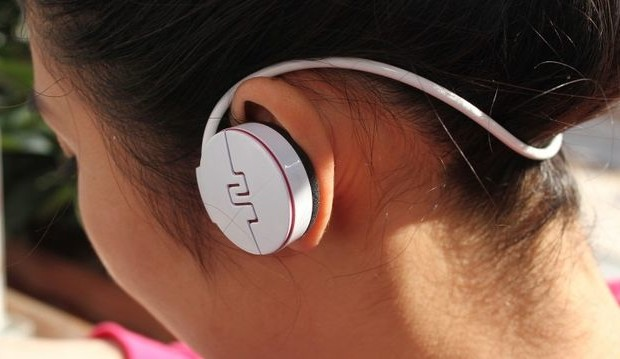Eamey Primo3: headphones, player and fitness tracker in one package