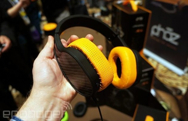 CES 2015: headphone Phaz P2 can recharge your phone or player