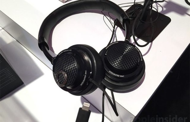 CES 2015: Philips earphones with built-in DAC and interface Lightning