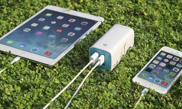 Compact charger TP-LINK TL-PB10400 - an indispensable travel companion