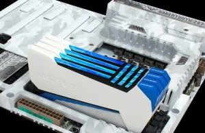 "Avexir RAIDEN: the DDR3-memory with glowing ""plasma tube"""