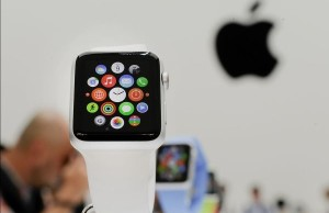Due to problems with OLED-displays roadmap Apple Watch shortened by half