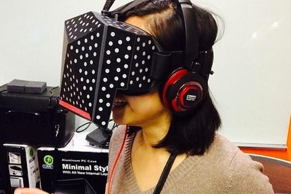 Head-mounted display Xiaomi Mi VR demand for two smartphones