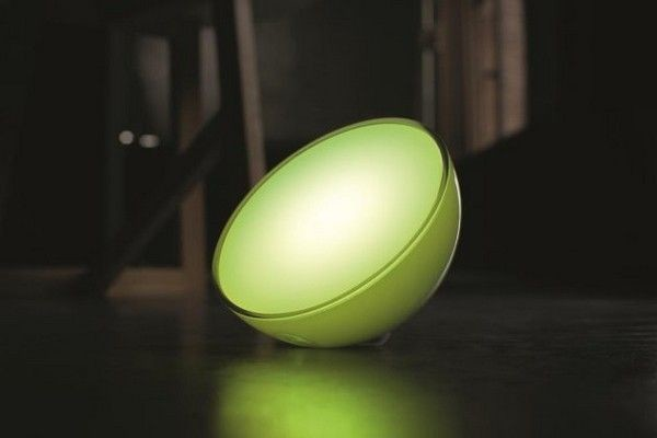 Smart lighting Philips Hue Go have its own battery